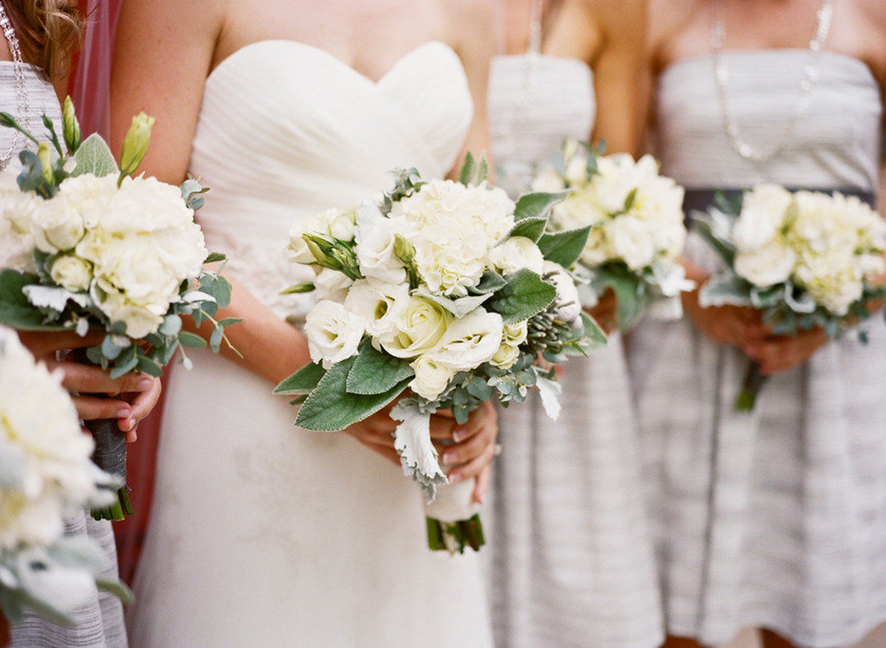 All-white-wedding-flowers-bouquets