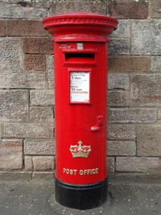 ER/Scottish Crown pillar box, Glasgow. Bob Drummond