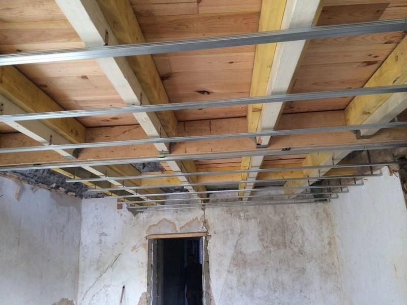 rails-futur-plafond-vue-parquet-massif