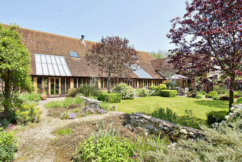 tour an oxfordshire barn conversion combining old new and a hint of scandi elegance 3