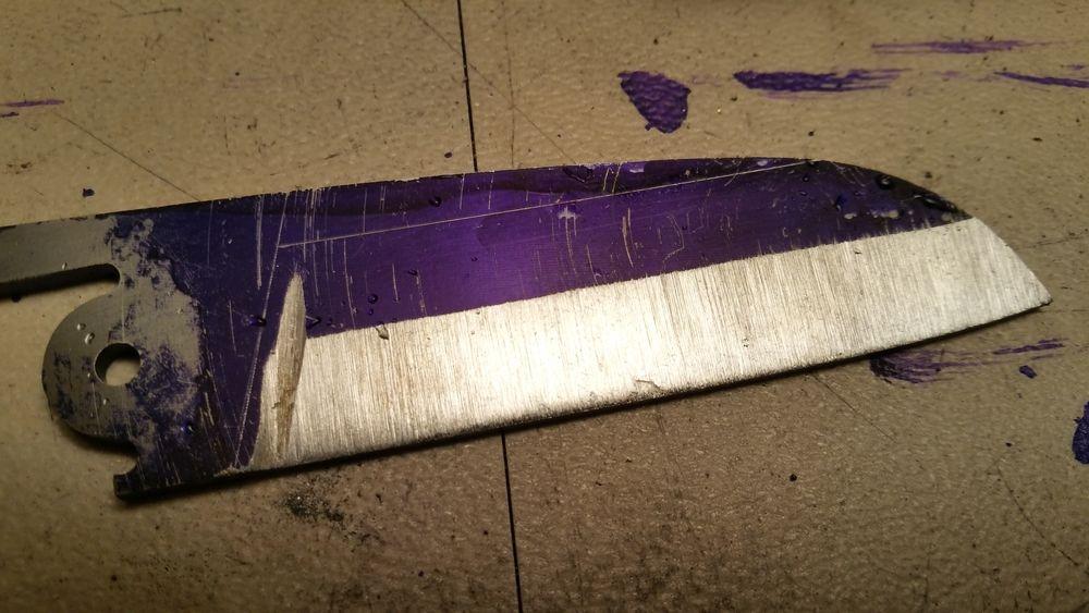 C'est partit pour l'émouture ! Ne pouvant pas utiliser de pinces pour fixer l'entablure, je les prépare à la lime ronde.