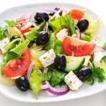 salata greceasca cu branza feta