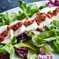 Salata cu mozzarella si rosii uscate la soare