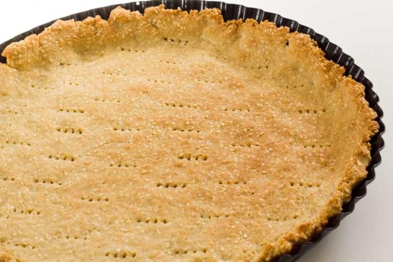 blat tarta sarata lchf cu faina de migdale, seminte de susan, ou, unt si tarate de psyllium