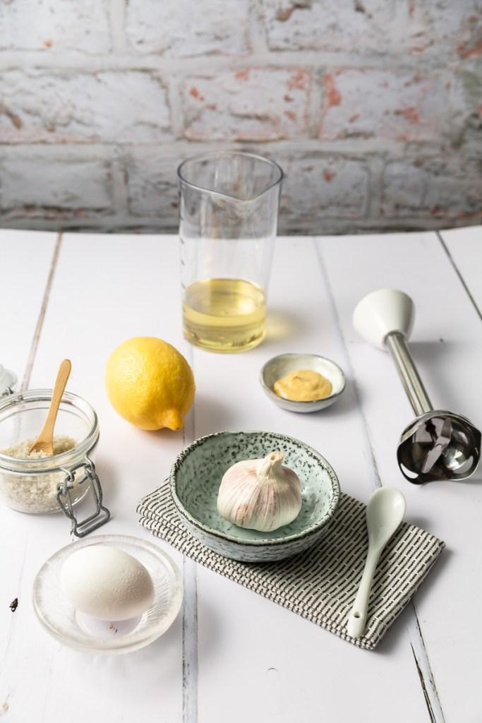 ingrediente pentru sos aioli cu blenderul vertical