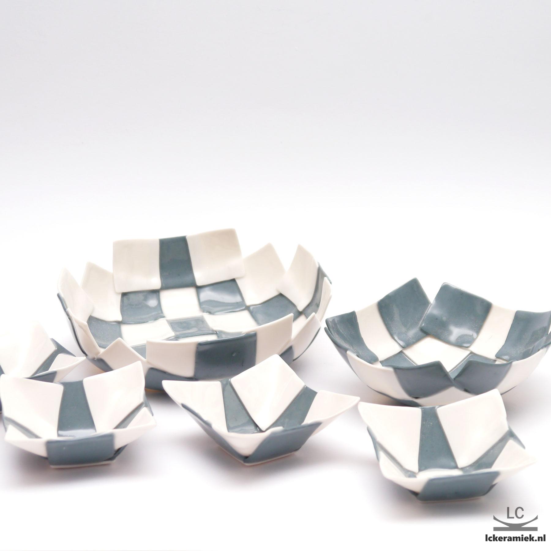 set porseleinen schalen zwart wit