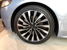 Popular wheel design looks custom.
