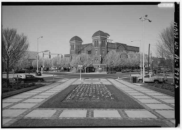 2.  GENERAL PERSPECTIVE VIEW OF SOUTHEAST (FRONT) AND NORTHEAST SIDE FROM KELLY-INGRAM PARK - Sixteenth Street Baptist Church, 1530 Sixth Avenue North, Birmingham, Jefferson County, AL