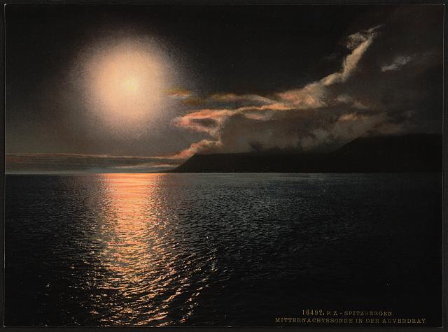 [Midnight sun in Advent Bay, Spitzbergen, Norway]