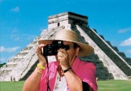 martin-parr-untitled-2006-mexico-mayan-pyramid