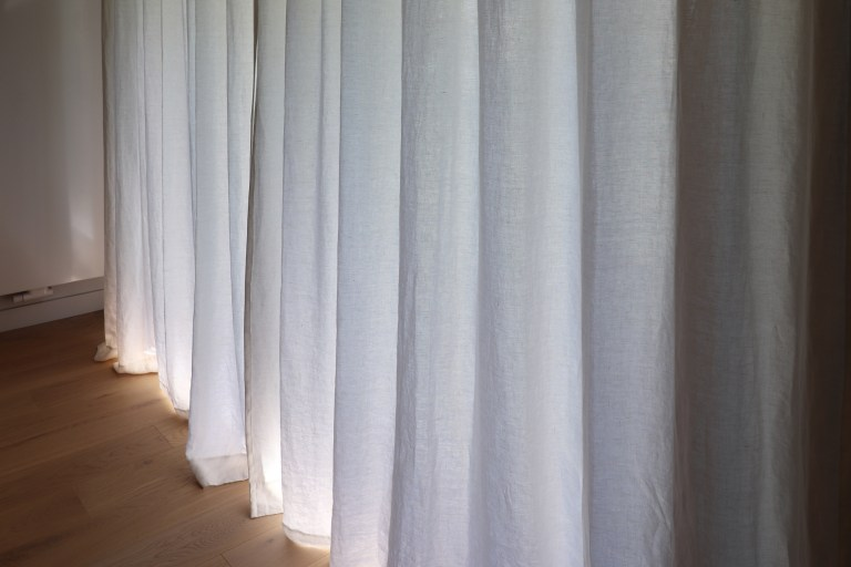 vert guitare parquet rideaux chêne agencement niche spot carrelage noir blanc (10)