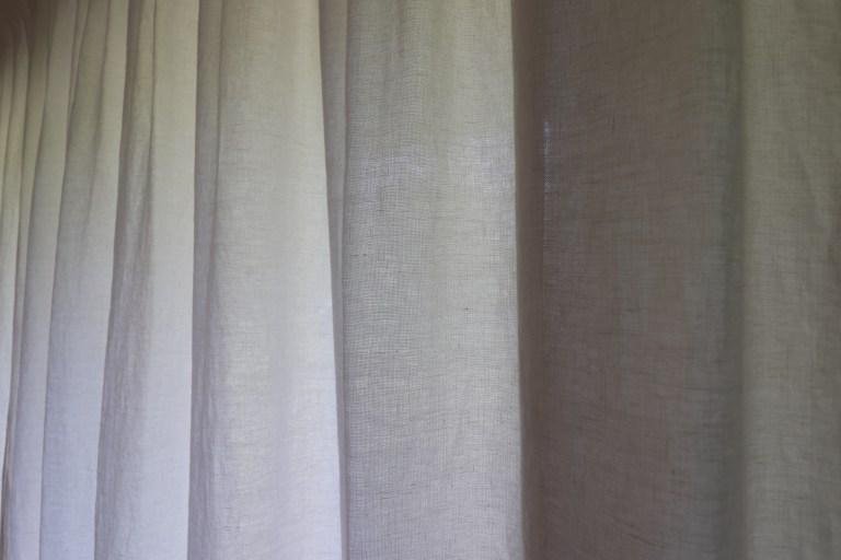 vert guitare parquet rideaux chêne agencement niche spot carrelage noir blanc (2)