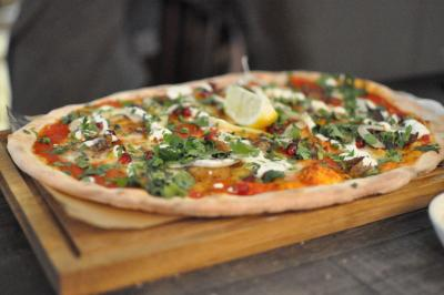 Royal Oak Pulled lamb, fennel, pomegranate, yoghurt, fresh mint pizza plank