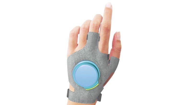 # 帕金森氏症病人的福音: GyroGlove 防抖動手套減緩患者手部顫抖症狀 3