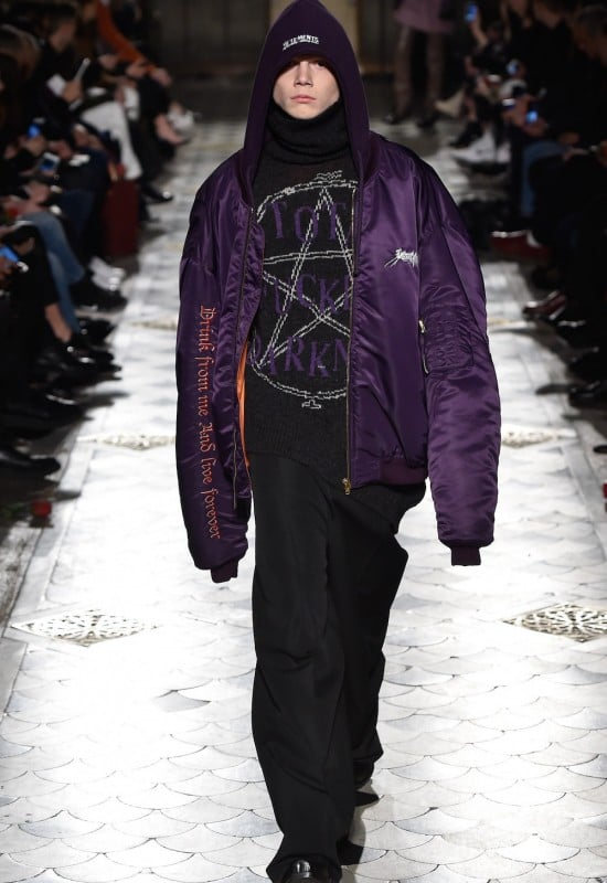 # Vetements 打破一切時尚規則:話題品牌 16FW 挑戰教會傳統 14