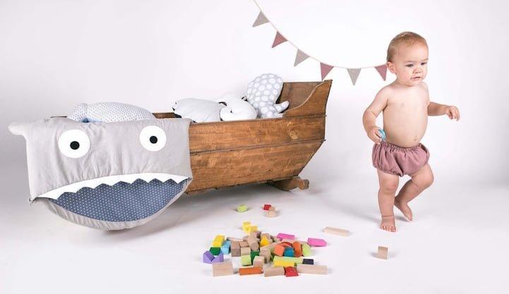 # 西班牙品牌Baby Bites : 超逗趣!鯊魚咬寶寶療癒睡袋! 1