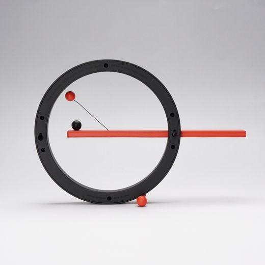 # 這圓圈物體竟然是萬年曆:Moma Magnetic Perpetual Calendar 2