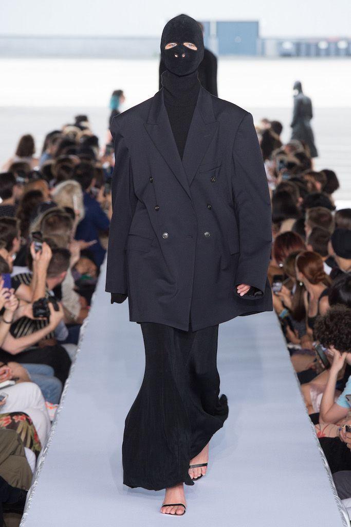 # VETEMENTS 2019SS 發佈會:以戰爭為主題,與 Reebok 聯名釋出龐克老爺鞋 7