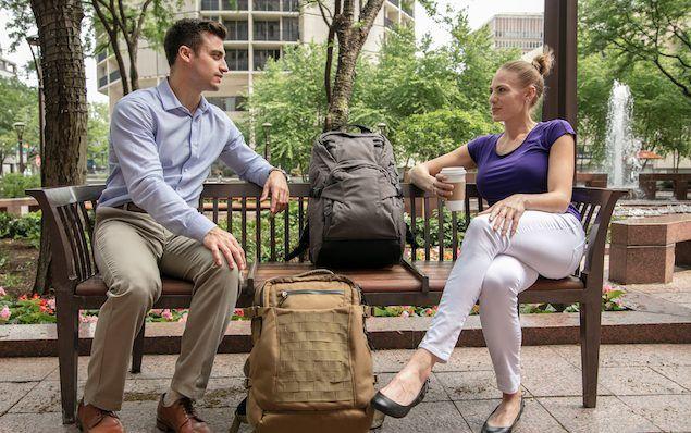 # 搭載懸空滑動機能的減壓背包:The Hoverglide Floating Backpack 4