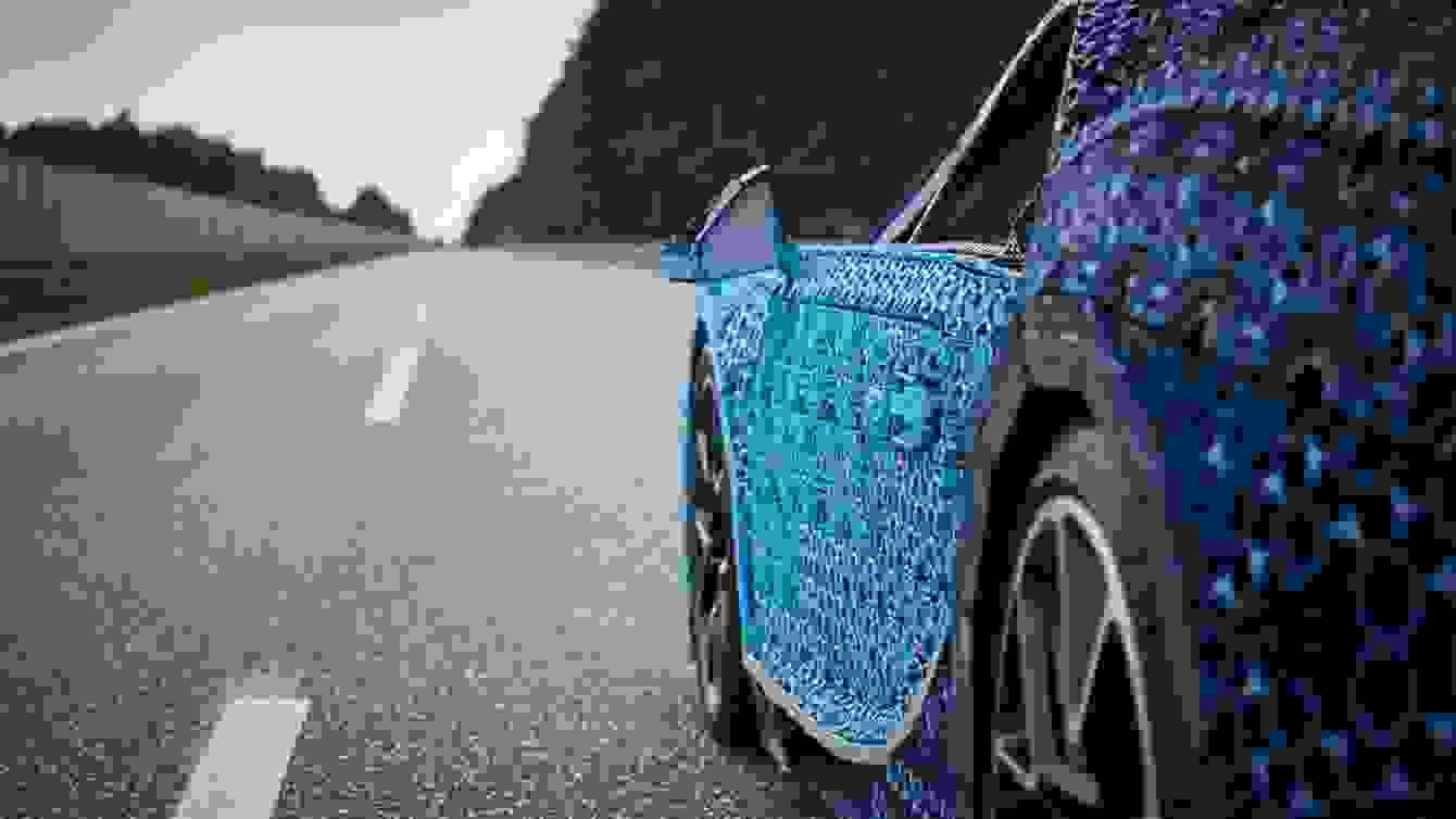 # 超過一百萬個樂高打造的跑車:一比一 Buggati Chiron 開上街! 6