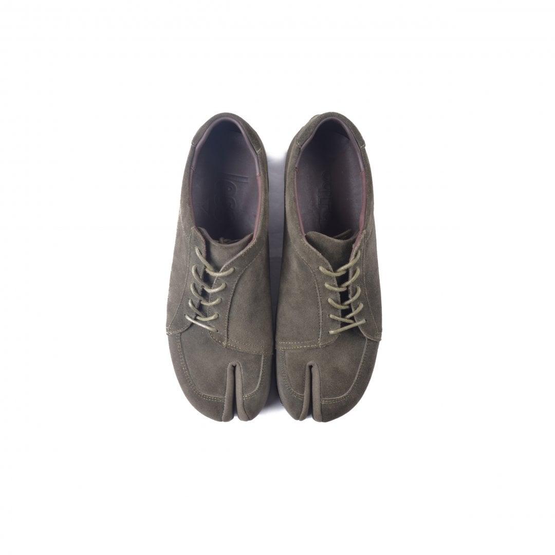 # 融合東方美學的運動鞋款:LESS × oqLiq 聯名之作 Tabi Sneakers 正式登場 2