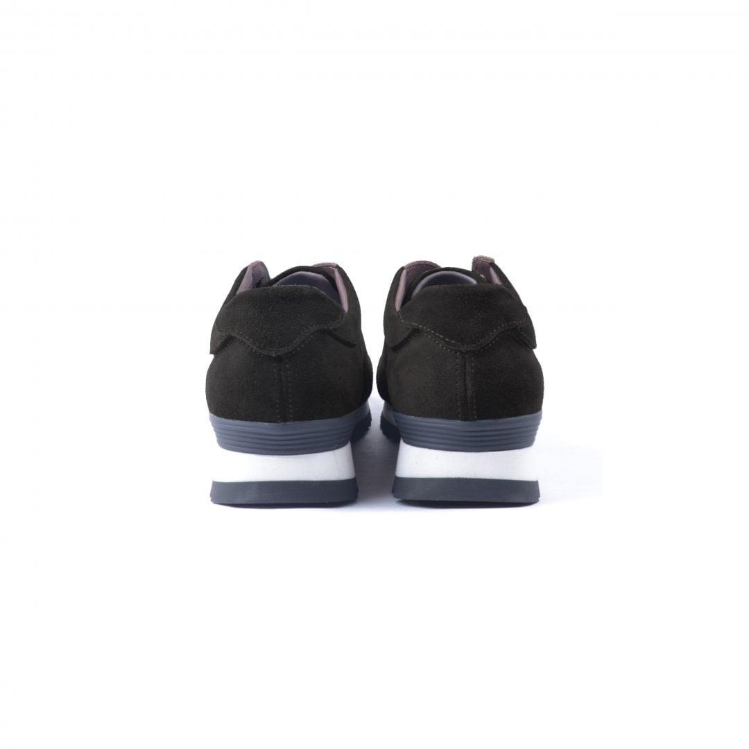 # 融合東方美學的運動鞋款:LESS × oqLiq 聯名之作 Tabi Sneakers 正式登場 7