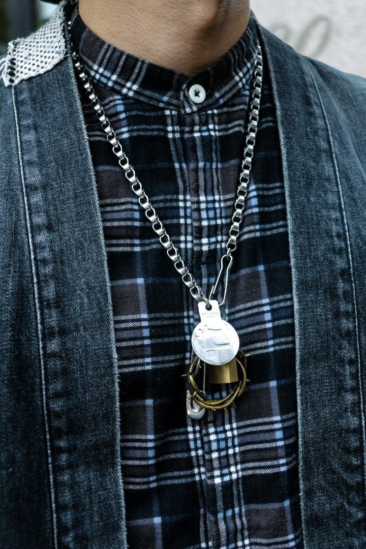 # Shop Staff Snap:紳裝街頭混搭,搶眼銀飾的氣場加乘! 1