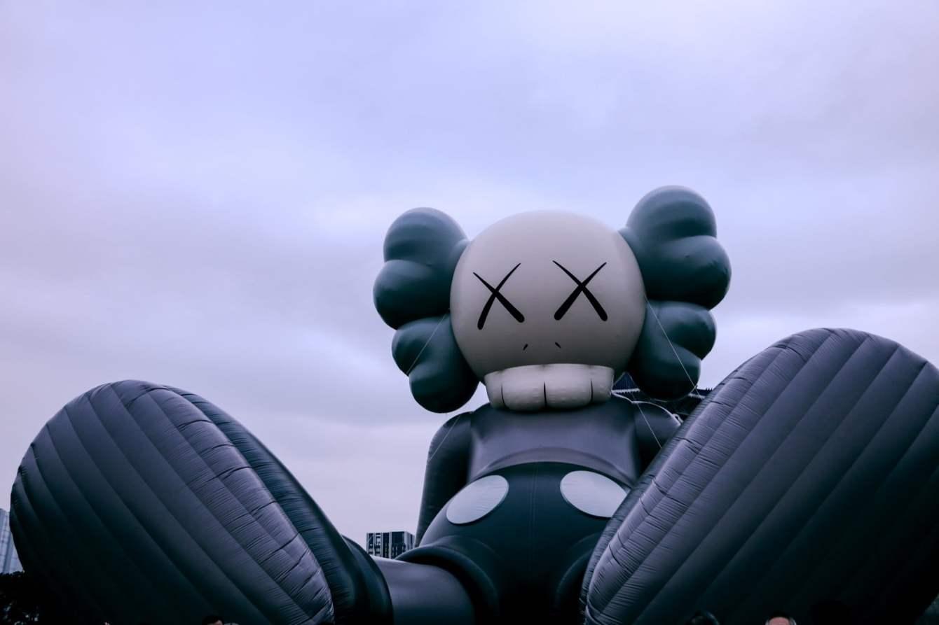# 《KAWS:HOLIDAY》台北站登場:KAWS 本人及林俊傑親臨現場揭開序幕! 1