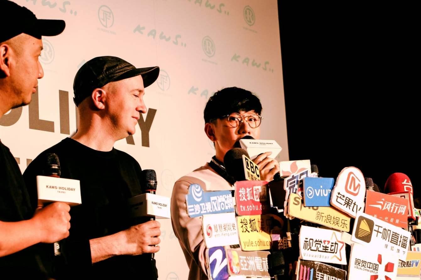 # 《KAWS:HOLIDAY》台北站登場:KAWS 本人及林俊傑親臨現場揭開序幕! 11