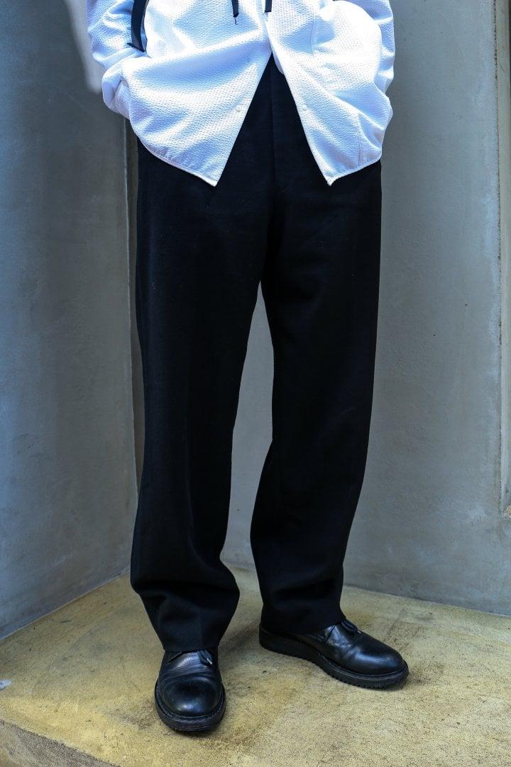 # Shop Staff Snap:當正經八百的黑白西裝服混入街頭 8