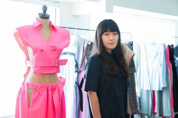 # 日式標誌性美學:三位日本時裝設計師為經典 Egg Chair 執行面料設計 4