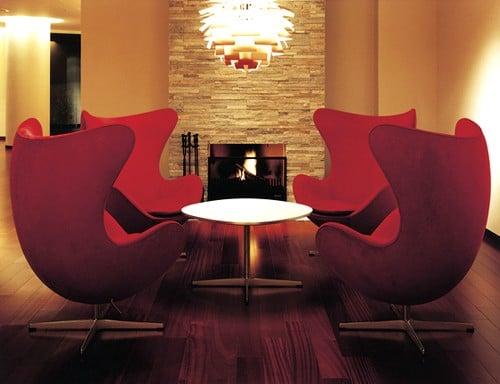 # 日式標誌性美學:三位日本時裝設計師為經典 Egg Chair 執行面料設計 2
