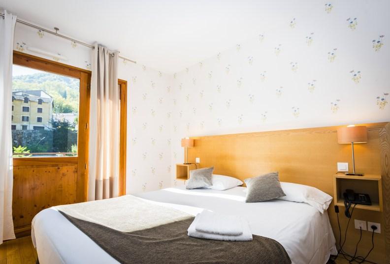 Lit Chambres Communicantes - Partie parents - Hôtel *** Le Chalet à Ax les Thermes en Ariège Pyrénées