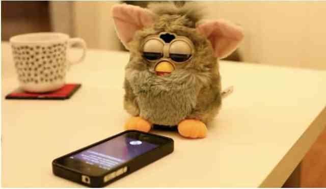 Furby et Siri