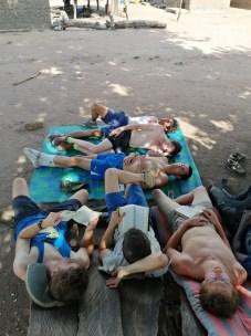 Après le chantier : la sieste à la Togolaise…