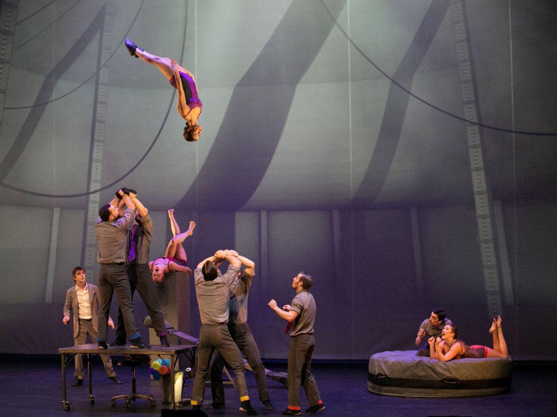 Cirque Eloize Cirkopolis Banquine
