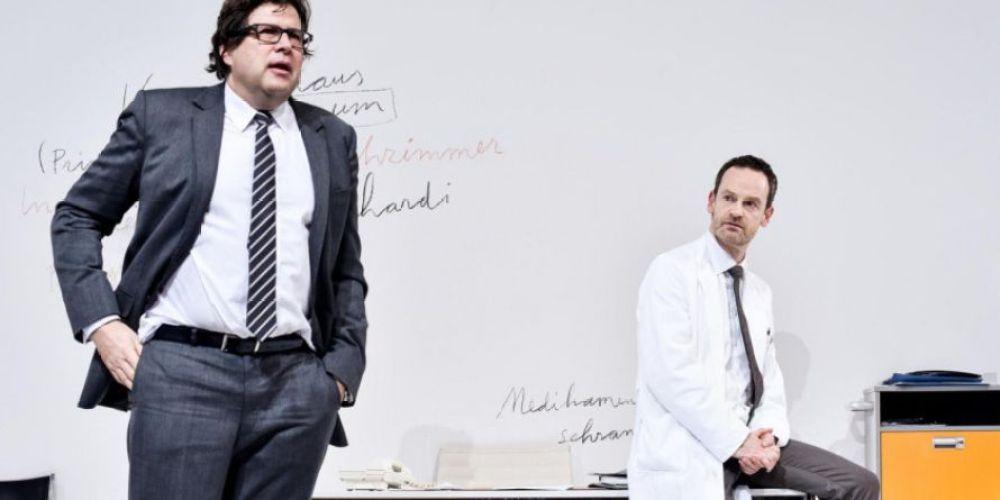 Professor Dr. Flint (Hans-Jochen Wagner) et Dr. Bernhardi (Jörg Hartmann) © 2016 Arno Declair