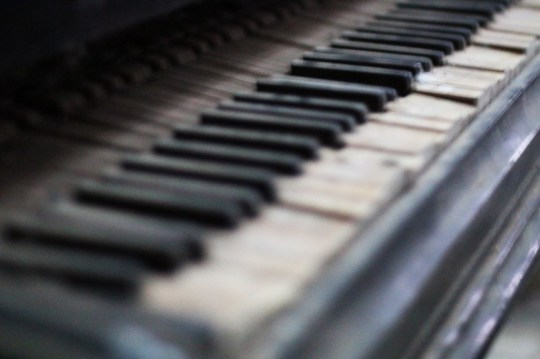03_Urbex-manoir-piano-paris