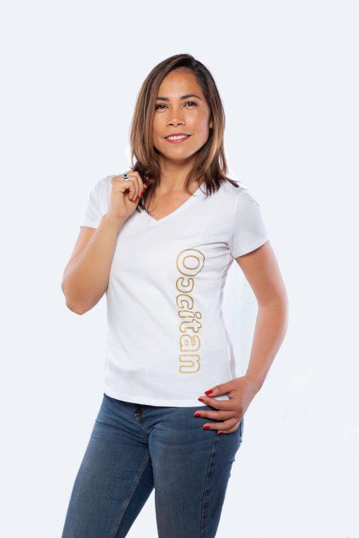 modèle portant le tee-shirt femme, occitan impression dorée