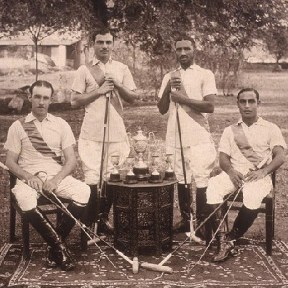 Inde, époque coloniale, après une partie de polo