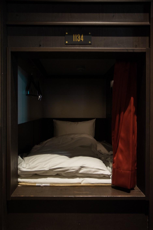 voyage japon tokyo dormir capsule hôtel