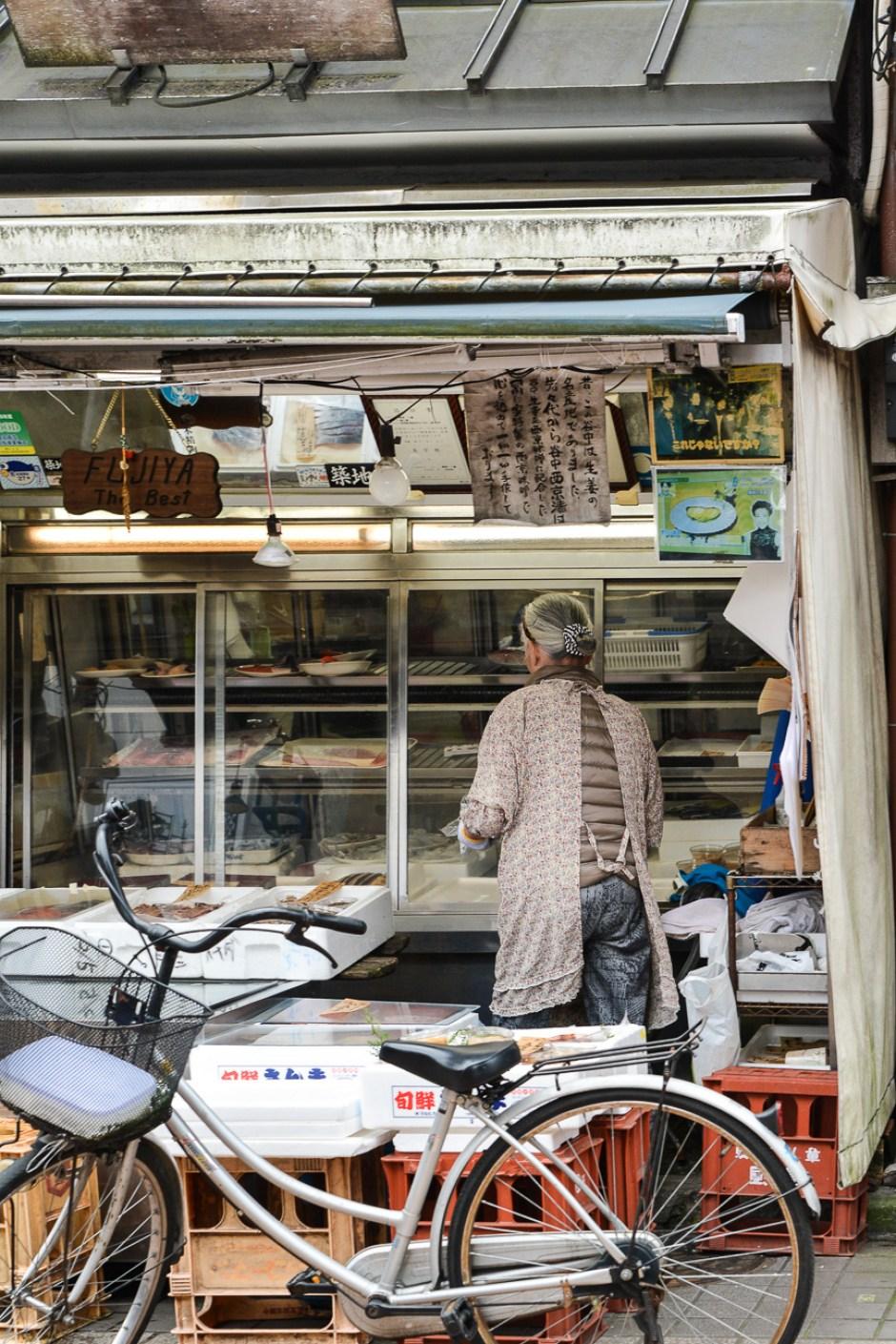 marchands dans le quartier de Yanaka à Tokyo