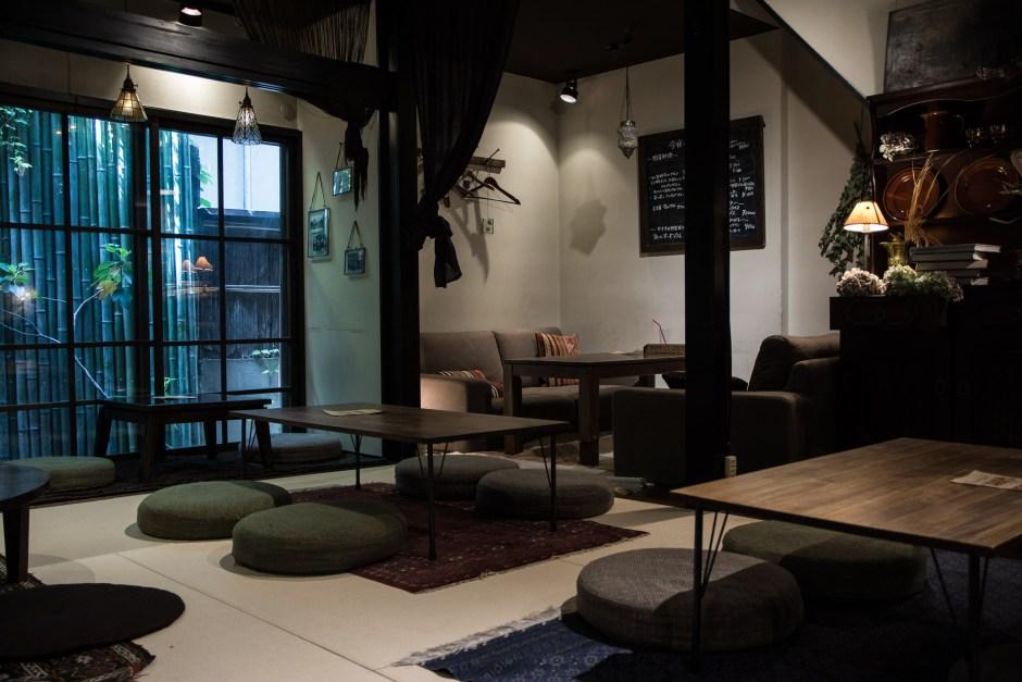 le café Full of Beans à Kanazawa dans les Alpes Japonaises