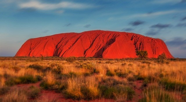 Uluru ou Ayers Rock - la fameuse montagne sacrée des autochtones australiens