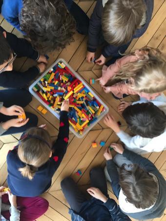 des ateliers legos ludiques et créatifs au 8 Petion espace à louer dans le 11ème