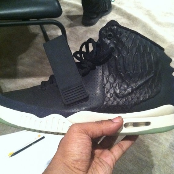 nike-air-yeezy-2-leather-sample-01-570x570