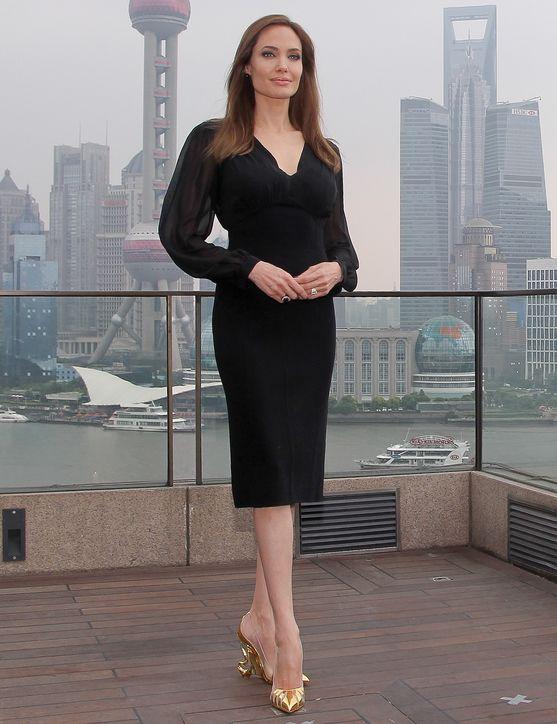 angelina-jolie-black-dress-maleficient-premiere-h724