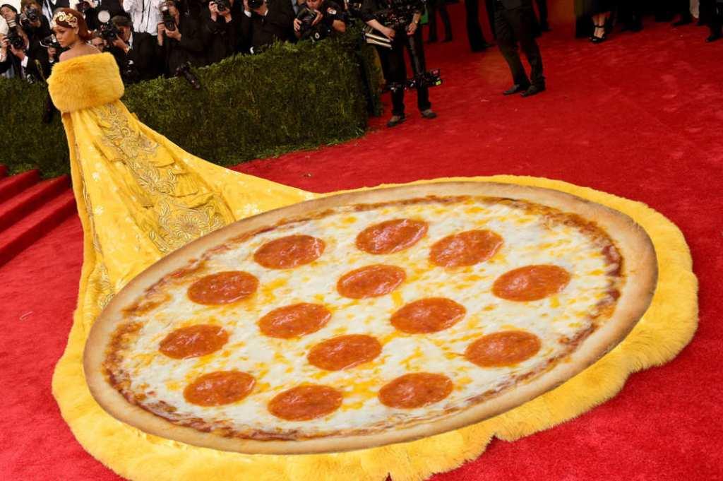 04-rihanna-pizza.w529.h352.2x
