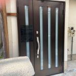 防犯の効果のある二重カギの玄関ドアです。(リビング)