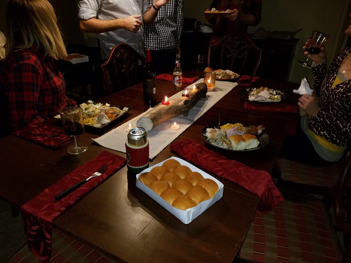 easy DIY Thanksgiving tablescape friendsgiving